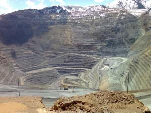 США, штат Юта, самый глубокий в мире карьер по добыче медной руды, глубина 1200 м