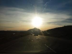 США, граница штата Калифорнии, вечерний закат